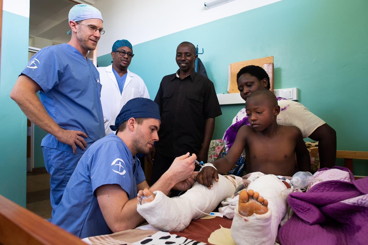 Medical subspecialties sent to Burundi focusing on orthpedics.